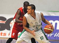 MEDELLIN -COLOMBIA-18-05-2014. Dagoberto Pe–a (Der) de Academia de La Monta–a disputa el balon con Yerson Pe–a de Condores de Cundinamarca. Aspecto del partido entre Academia de La Monta–a  y Condores de Cundinamarca en la semifinal de la  Liga Direct TV de baloncesto Profesional de Colombia realizado en el coliseo Ivan de Bedout en Medell'n./  Dagoberto Pe–a  (R) of Academia of La Monta–a dispute the ball with Yerson Pe–a  Condores of Cundinamarca. Appearance vs Academia of The Monta–a and Condores of Cundinamarca in the semifinals of the League Direct TV Colombia Professional basketball made ??in Ivan Bedout Coliseum in Medellin..  Photo: VizzorImage / Luis Rios / Stringer