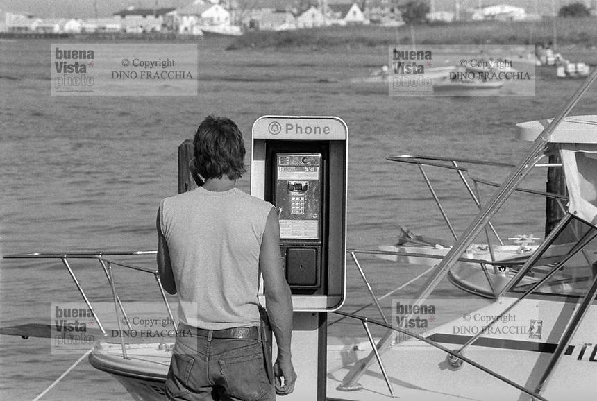 - public phone, Ocean Grove, New Jersey (USA)<br /> <br /> - posto telefonico pubblico, Ocean Grove, New Jersey (USA)