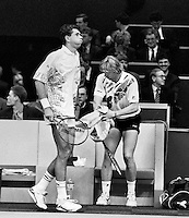 1992, ABNAMROWTT, Michiel Schapers passeert Boris Becker tijdens de wissel