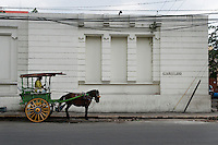Philippines, Manila, 5 march, 2008..Traditional horse taxi in Cabildo Street in Intramuros the oldest district of the city of Manila...Traditionele paarden taxi in Intramuros, het oudste district van Manila, de hoofdstad van de Filippijnen...Photo Kees Metselaar