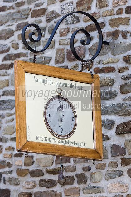 Europe/France/Normandie/Basse-Normandie/50/Manche/Genêts: Maison du village, Enseigne d'un Guide, Passeur de La Baie  // France, Manche, Genets: