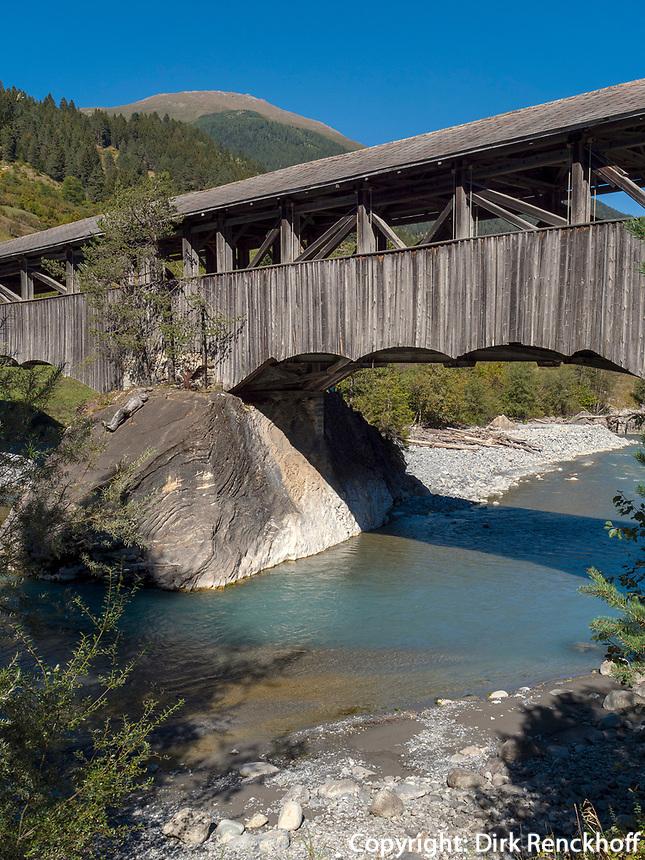 Holzbrücke über Inn, Sur En bei Sent, Scuol, Unterengadin, Graubünden, Schweiz, Europa<br /> wooden bridge, river Inn in Sent Sur En, Scuol Valley, Engadine, Grisons, Switzerland