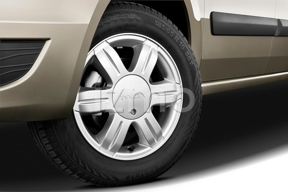 Tire and wheel close up detail view of a 2009 Dacia Logan Laureate Minivan