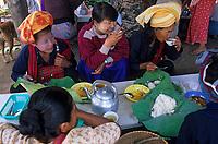 Asie/Birmanie/Myanmar/Plateau Shan/Ywathit: Lac Inle - Marché de Mang Thawk - Petit restaurant