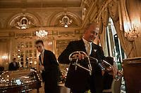 Europe/Monaco/Monte Carlo: Service au restaurant: Louis XV / Alain Ducasse à l'Hôtel de Paris [Non destiné à un usage publicitaire - Not intended for an advertising use]