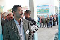 23 ottobre 2011 Tunisi, elezioni libere per l'Assemblea Costituente, le prime della Primavera araba: uomini in coda per votare davanti al seggio.<br /> premieres elections libres en Tunisie octobre <br /> tunisian elections