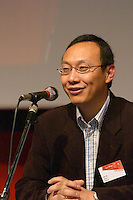 Jian Ni of Nokia Lifeblog, at the Les Blog conference in Paris December 2005 on blogging, new media and internet strategy