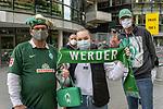 19.09.2020, wohninvest Weserstadion, Bremen, GER,  SV Werder Bremen vs Hertha BSC Berlin, <br /> <br /> <br />  im Bild<br /> <br /> Fans freuen sich wieder bei den Spielen zu sein<br /> <br /> Foto © nordphoto / Kokenge<br /> <br /> DFL regulations prohibit any use of photographs as image sequences and/or quasi-video.