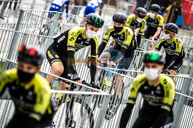Mitchelton-Scott arrive at sign on before the start of Stage 15 of the Vuelta Espana 2020, running 230.8km from Mos to Puebla de Sanabria, Spain. 5th November 2020. <br /> Picture: Unipublic/Charly Lopez   Cyclefile<br /> <br /> All photos usage must carry mandatory copyright credit (© Cyclefile   Unipublic/Charly Lopez)