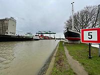 Einfahrt zum Gernsheimer Hafen - Gernsheim 03.02.2021: Hochwasser am Gernsheimer Rheinhafen
