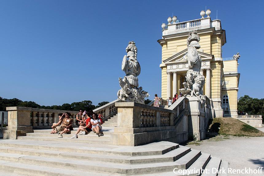 Gloriette, spätbarocke Sommerresidenz Schloss Schönbrunn, Wien, Österreich, UNESCO-Weltkulturerbe<br /> Gloriette,  late Baroque summerresidence Schloss Schönbrunn, Vienna, Austria, world heritage
