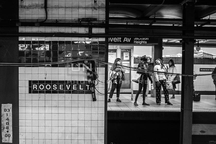 Jackson Heights / Roosevelt Avenue station. Queens, New York.