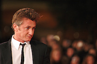 "SEAN PENN .Red carpet arrivals for the film ""Into The Wild"" during the 2nd Annual Rome Film Festival, Rome, Italy..Red carpet arrivals for the film ""Into The Wild"" .October 24th, 2007.headshot portrait .CAP/CAV.©Luca Cavallari/Capital Pictures."