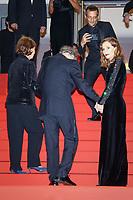 Jean-Louis trintignant et Isabelle Huppert sur le tapis rouge pour la projection du film HAPPY END lors du soixante-dixième (70ème) Festival du Film à Cannes, Palais des Festivals et des Congres, Cannes, Sud de la France, lundi 22 mai 2017.
