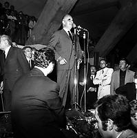 Palais des Congrès (île du Ramier), Hall Gascogne. 27 mai 1969. Le candidat à la présidentielle Georges Pompidou en train de faire un discours