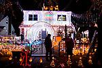 Ecuadorian Family Decorate Their Home In NY