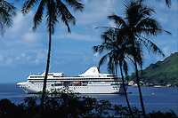 Radisson m/s Paul Gaugin sailing in Moorea