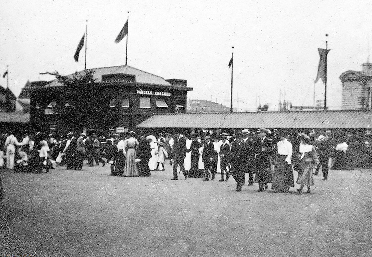 St Louis Mo:  View of people coming into the fair through one of  the entrance gates