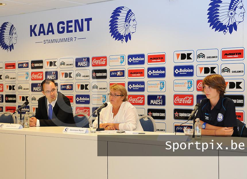 K AA Gent Ladies : Jimmy Segers , Dominique Reyns en Evelien Van Sinay (rechts)<br /> foto Dirk Vuylsteke / nikonpro.be