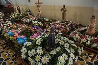 GINEBRA - COLOMBIA: 18-04-2018. Imágenes religiosas son vistas durante el jueves santo en la población de Ginebra, Valle del Cauca, Colombia, de la semana santa para los cristianos. / A religious images are seen during the holy thursday in  the town of Ginebra, Valle del Cauca, Colombia as part of Easter Week to the Christians.  Photo: VizzorImage / Gabriel Aponte / Staff