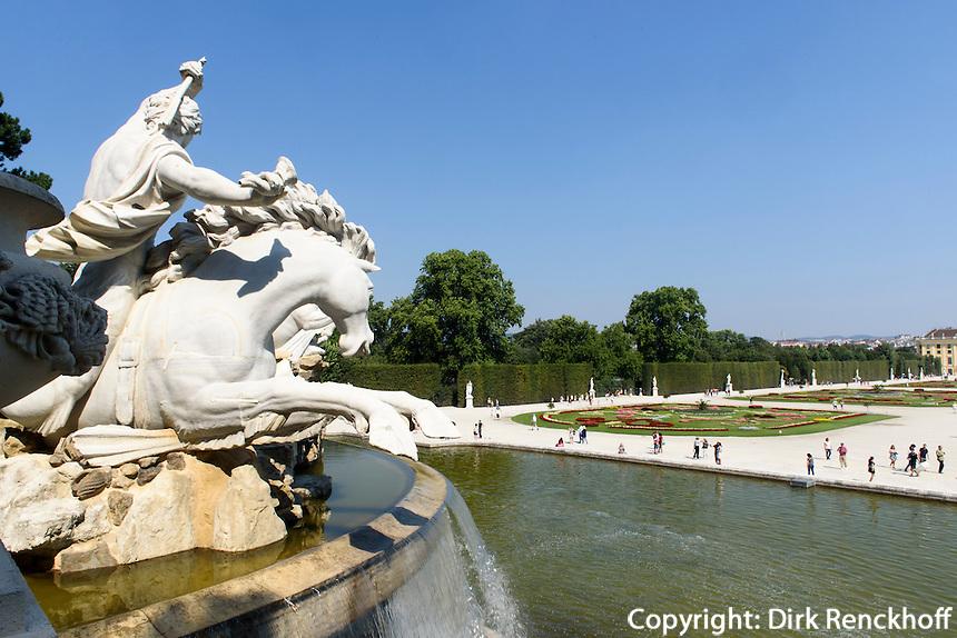 Spätbarocke Sommerresidenz Schloss Schönbrunn, Blick vom Neptunbrunnen, Wien, Österreich, UNESCO-Weltkulturerbe<br />  late Baroque summerresidence Schloss Schönbrunn, view from Neptun fountain, Vienna, Austria, world heritage