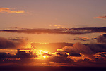 Wolken, Sonnenuntergang<br /> [Fuer die Nutzung gelten die jeweils gueltigen Allgemeinen Liefer-und Geschaeftsbedingungen. Nutzung nur gegen Verwendungsmeldung und Nachweis. Download der AGB unter http://www.image-box.com oder werden auf Anfrage zugesendet. Freigabe ist vorher erforderlich. Jede Nutzung des Fotos ist honorarpflichtig gemaess derzeit gueltiger MFM Liste - Kontakt, Uwe Schmid-Fotografie, Duisburg, Tel. (+49).2065.677997, fotofinder@image-box.com, www.image-box.com]