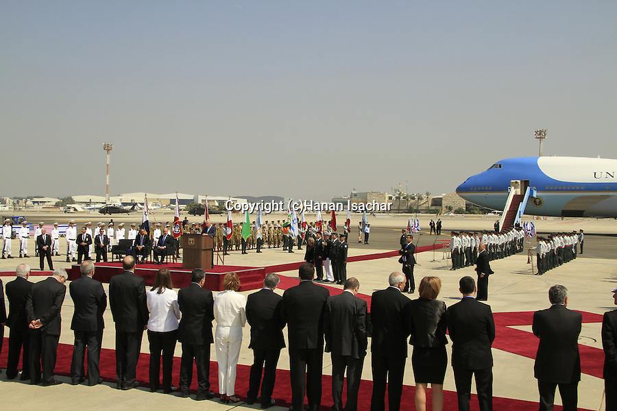 Israeli President Peres welcomes US President Barack Obama at the welcoming ceremony in TLV airport