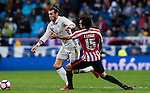 Gareth Bale (l) of Real Madrid fights for the ball with Inigo Lekue of Athletic Club during their La Liga match between Real Madrid and Athletic Club at the Santiago Bernabeu Stadium on 23 October 2016 in Madrid, Spain. Photo by Diego Gonzalez Souto / Power Sport Images