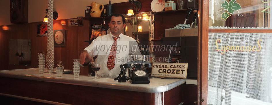 """Europe/France/Rhône-Alpes/69/Rhone/Lyon: Bouchon """"Le Café des Fédérations"""" rue du Major Martin Mr Rivoiron [Non destiné à un usage publicitaire - Not intended for an advertising use]"""