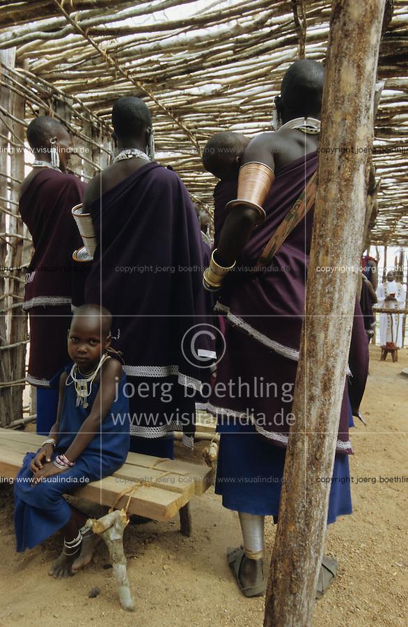 TANZANIA, Handeni, Massai, holy mass in catholic church in Massai village / TANSANIA, Handeni, Massai, Gottesdienst in katholischer Kirche in einem Massai Dorf