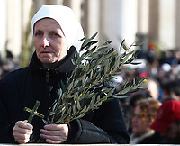 A nun prays prior to the arrival of Pope Francis to celebrate the Palm Sunday Mass in St. Peter's Square at the Vatican on March 25, 2018.<br /> UPDATE IMAGES PRESS IsabellaBonotto<br /> <br /> STRICTLY ONLY FOR EDITORIAL USE