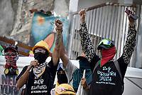 """CALI - COLOMBIA, 02-06-2021: Habitantes de Cali y miembros de la Primera Línea realizaron la """"Marcha La Portada Resiste y se Moviliza"""" desade La Portada a la Loma de La Cruz hoy, 02 de junio de 2021, al cumplirse 35 días del Paro Nacional en contra del gobierno de Ivan Duque en Colombia y la precaria situación Social y económica que se vive en el país. El paro que fue convocado por sindicatos, organizaciones sociales, estudiantes y la oposición se mantiene debido a la negativa del gobierno de sentarse a dialogar y el uso desproporcionado de la fuerza contra los manifestantes pacíficos. / Inhabitants of Cali and members of the First Line carried out the """"March La Portada Resiste y Se Mobiliza"""" from La Portada to the Loma de La Cruz today, June 2, 2021, on the 35th day of the National Strike against the government of Ivan Duque in Colombia and the precarious social and economic situation in the country. The strike that was called by unions, social organizations, students and the opposition continues due to the government's refusal to sit down and dialogue and the disproportionate use of force against peaceful protesters. Photo: VizzorImage / Gabriel Aponte / Staff"""