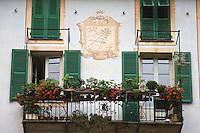 Europe/France/Provence-Alpes-Côtes d'Azur/06/Alpes-Maritimes/Alpes-Maritimes/Arrière Pays Niçois/Breil-sur-Roya: Détail façade d'une maison