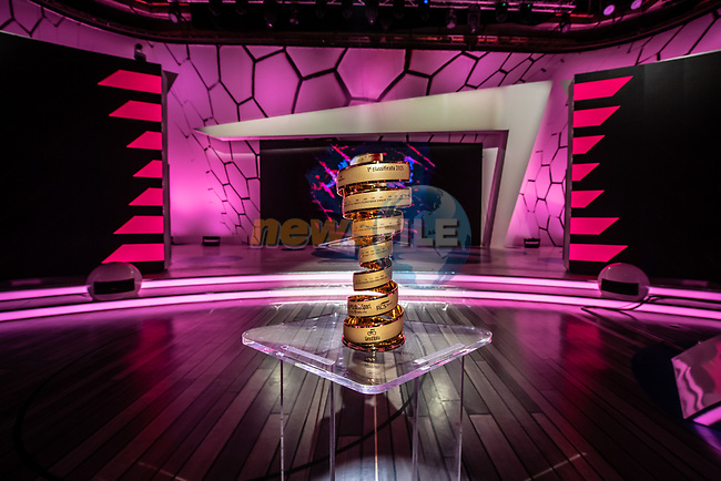 The Trofeo Senza Fine on display at the presentation of the 2021 Giro d'Italia Route in the Rai Studios in Corso Sempione, Milan, Italy. 23rd February 2021.  <br /> Picture: LaPresse/Claudio Furlan   Cyclefile<br /> <br /> All photos usage must carry mandatory copyright credit (© Cyclefile   LaPresse/Claudio Furlan)