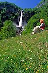 CHE, Schweiz, Tessin, Wasserfall Cascata di Foroglio beim Bergdorf Foroglio im Val Bavona   CHE, Switzerland, Ticino, waterfall Cascata di Foroglio near mountain village Foroglio at Bavona Valley
