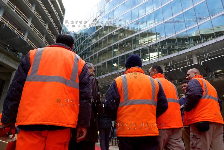 milano, cantiere per il nuovo grattacielo sede della regione lombardia --- milan, construction site of the new skyscraper headquarter of Lombardy Region authority