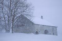 Europe/France/Franche-Comté/25/Doubs/Chapelle-des-Bois: ferme aux environs de Chapelle des Bois et tempête de neige