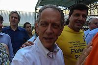 ATENCAO EDITOR FOTO EMBARGADA PARA VEICULO INTERNACIONAL - SAO PAULO, SP, 27 OUTUBRO 2012 - ELEICOES SP - JOSE SERRA - Deputado Walter Feldman  em apoio ao  candidato a prefeitura de Sao Paulo e vista no Colegio Santa Cruz na regiao oeste da capital paulista neste domingo. FOTO: VANESSA CARVALHO - BRAZIL PHOTO PRESS.