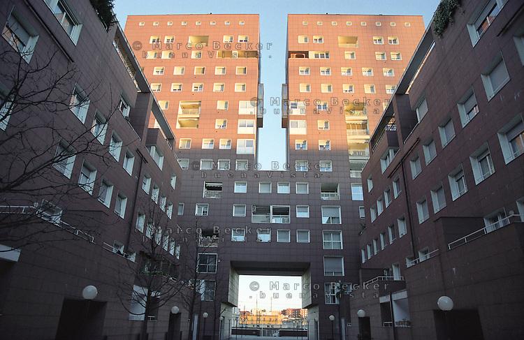 milano, quartiere bicocca, periferia nord. edifici residenziali --- milan, bicocca district, north periphery. residence buildings