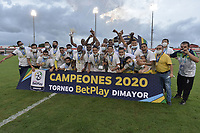 TULUA - COLOMBIA, 26-12-2020: Jugadores del Huila celebran el título como campeones después del partido por la final vuelta del Torneo BetPlay DIMAYOR 2020 entre Cortuluá y Atlético Huila jugado en el estadio Doce de Octubre de la ciudad de Tuluá. / Players of Huila celebrate the tittle of champions after a secong leg final match as part of BetPlay DIMAYOR Tournament 2020 between Cortulua and Atletico Huila played at Doce de Octubre stadium in Tulua city Huila in action during a secong leg final match as part of BetPlay DIMAYOR Tournament 2020 between Cortulua and Atletico Huila played at Doce de Octubre stadium in Tulua city. Photo: VizzorImage / Gabriel Aponte / Staff