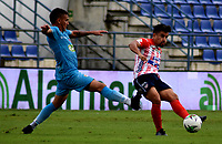 MONTERIA - COLOMBIA, 11-11-2020: Marlon Sierra de Jaguares de Cordoba F.C., y Sherman Cardenas de Atletico Junior disputan el balón durante partido entre Jaguares F. C. y Atletico Junior de la fecha 19 por la Liga BetPlay DIMAYOR 2020, en el estadio Jaraguay de Monteria de la ciudad de Monteria. / Marlon Sierra of Jaguares de Cordoba F.C., and Sherman Cardenas of Atletico Junior vie for the ball during a match between Jaguares F. C. and Atletico Junior, of the 19th date for the Betplay DIMAYOR League 2020 at Jaraguay de Monteria Stadium in Monteria city. Photo: VizzorImage / Andres Lopez  / Cont.