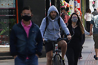 Campinas (SP), 19/07/2021 - Clima-SP - Pedestres enfrentam frio na manhã desta segunda-feira (19) na região central de Campinas, interior de São Paulo.