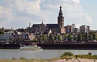 Nederland  Nijmegen  - September 2020 .   De Waall. De Stevenskerk.   Foto : ANP/ Hollandse Hoogte / Berlinda van Dam
