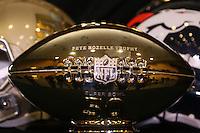 Pete Rozelle Trophy des Super Bowl MVP - Super Bowl 50 MVP Pressekonferenz