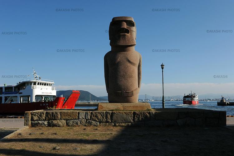A statue of Moai in a ferry port of Megijima island during the Setouchi International Art Festival.<br /> <br /> Une statue de Moai dans un port de ferry de l'île Megijima pendant le Festival international d'art de Setouchi.