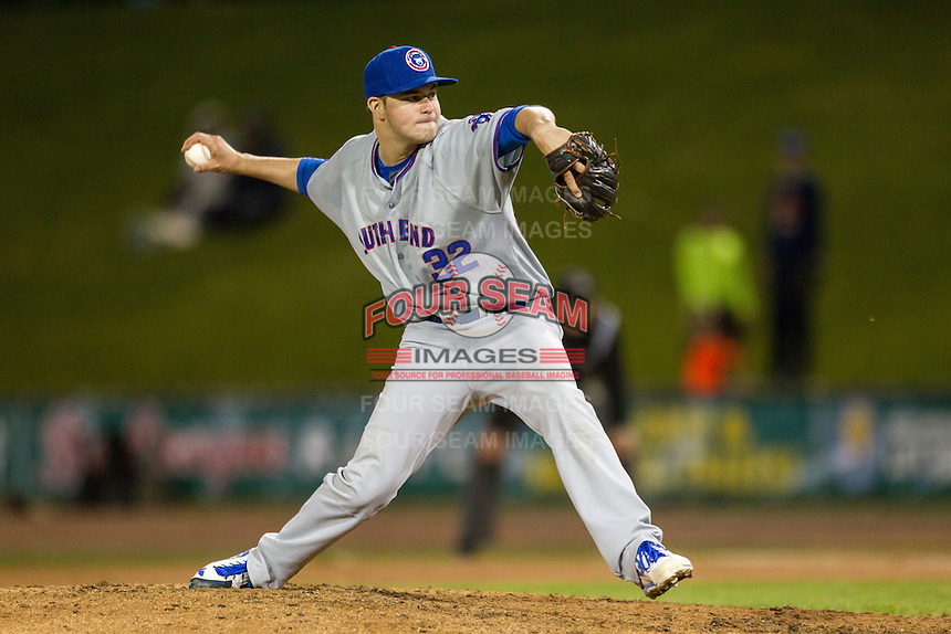 South Bend Cubs pitcher Scott Effross (32) delivers a pitch to the plate against the Great Lakes Loons on May 18, 2016 at Dow Diamond in Midland, Michigan. Great Lakes defeated South Bend 5-4. (Andrew Woolley/Four Seam Images)