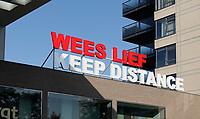 Nederland - Amsterdam- 2020.  Winkelcentrum Gelderlandplein. Tekst op het dak : Weel Lief Keep Distance.   Foto ANP / Hollandse Hoogte / Berlinda van Dam
