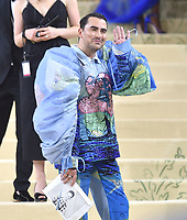 """NEW YORK, NEW YORK - SEPTEMBER 13: Dan Levy at the 2021 Met Gala benefit """"In America: A Lexicon of Fashion"""" at Metropolitan Museum of Art on September 13, 2021 in New York City. Credit: John Palmer/MediaPunch"""