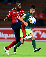 MEDELLIN - COLOMBIA - 13 - 03 - 2018: Elvis Mosquera (Izq.) jugador de Deportivo Independiente Medellin disputa el balón con Walmer Pacheco (Der.) jugador de La Equidad, durante partido de la fecha 8 entre Deportivo Independiente Medellin y La Equidad, por la Liga Aguila I 2018, en el estadio Atanasio Girardot de la ciudad de Medellin. / Elvis Mosquera (L) player of Deportivo Independiente Medellin fights for the ball with Walmer Pacheco (R) player of La Equidad, during a match for the 8th date between Deportivo Independiente Medellin and La Equidad, for the Liga Aguila I 2018 at the Atanasio Girardot stadium in Medellin city. Photos: VizzorImage  / Leon Monsalve / Cont.