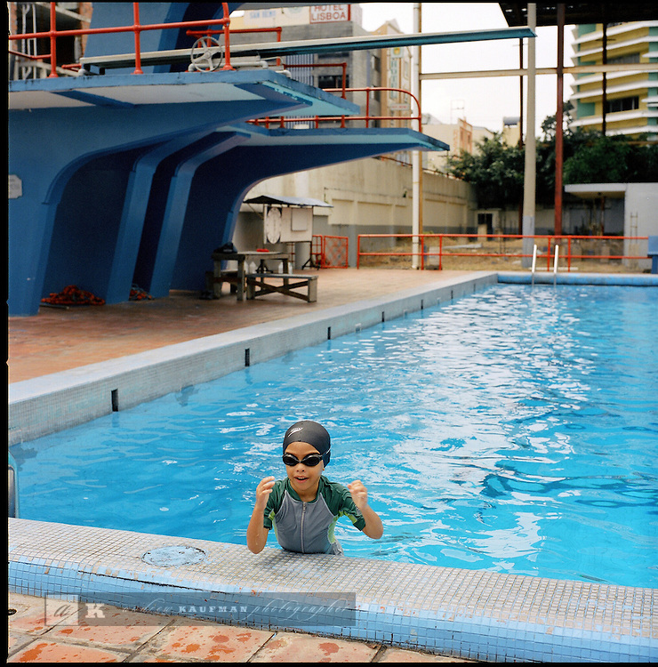 The Piscina Adan Gordon is a community swimming pool in the La Exposicion neighborhood of Panama City. Locals come here to work out and train. Adam Gord--n (21 of January of 1906, Taboga, Panama - 8 of March of 1966) was a Panamanian swimmer and first representative of Panama in the Olympic Games, in Amsterdam in 1928..At the same time which it exerted his activity of mechanic, swimming in beaches of its native island practiced all along. In the decade of 1920, after creation of the Sport Federation of Panama, invitations were received to participate in the 1928 event. Adam Gord--n then important activist by the sport, decided to pay for his participation in the event of 1928 in Amsterdam, where he had the opportunity to be moderate with great figures of the time, like the well-known Johnny Weissmuller..It would be necessary to hope until the creation of the Olympic Committee of Panama in 1947 so that Panama returned to participate in the Olympic Games..Before his participation in the Olympic Games he was well-known like the human fish, nickname that was changed by the Olympic solitaire after its participation..The Olympic Swimming pool of the city of Panama takes its name from end of the decade of 1960.